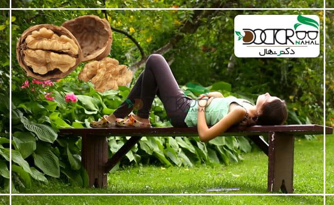 خوابیدن زیر درخت گردو